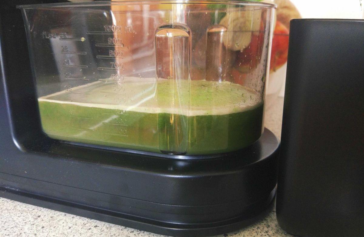 Co to jest i jak działa wyciskarka wolnoobrotowa do soków?