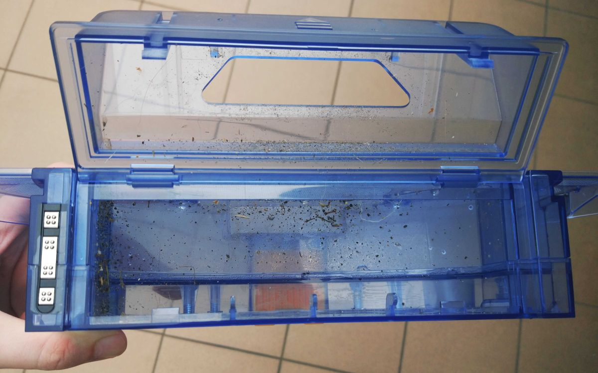Zawartość części na zanieczyszczenia suche w pojemnika z wodą robota PURON PR10