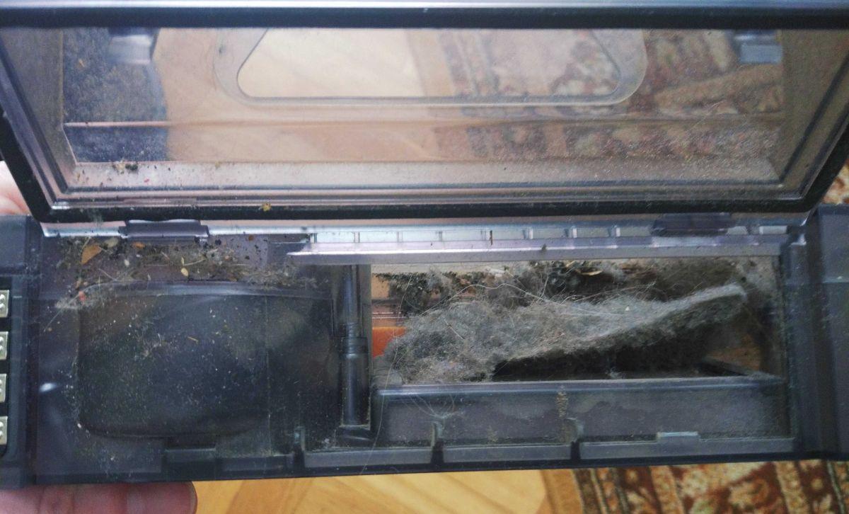 PURON PR10 zawartość pojemnika na śmieci po teście odkurzania pokoju