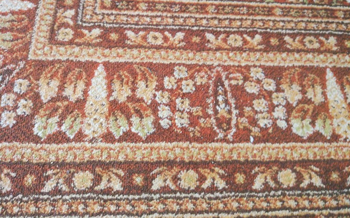 Zaśmiecony dywan przed testem odkurzania PURON PR10