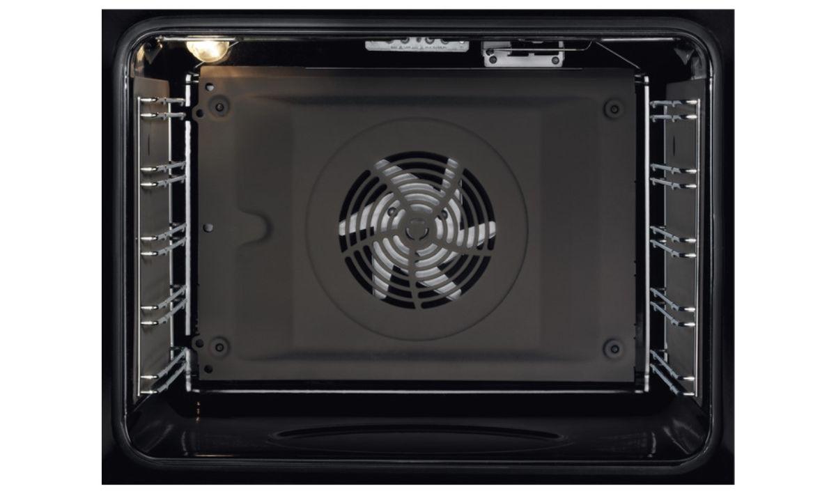 Piekarnik Electrolux EOE7C31Z SenseCook i jego pojemne wnętrze
