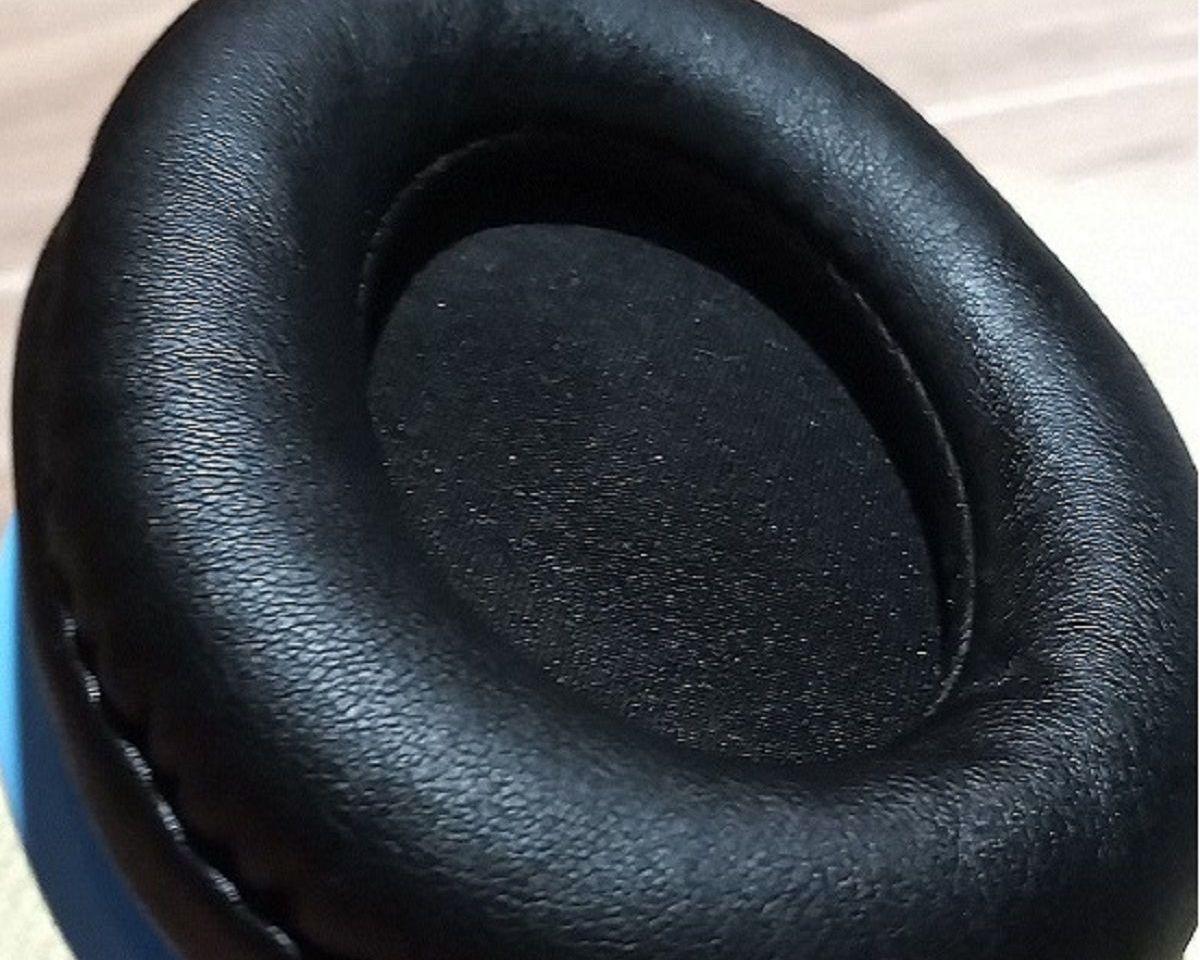 Słuchawki nauszne Superlux HD661 nausznik z bliska