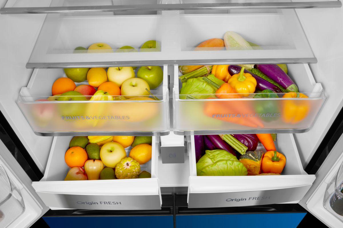 Toshiba GR-RF646WE owoce i warzywa umieszczone w szufladach