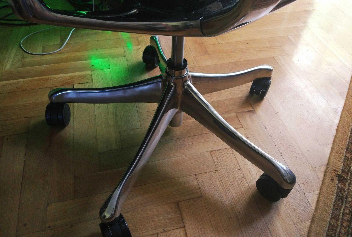 Ergohuman Plus LE01 jakość aluminiowej podstawy jezdnej