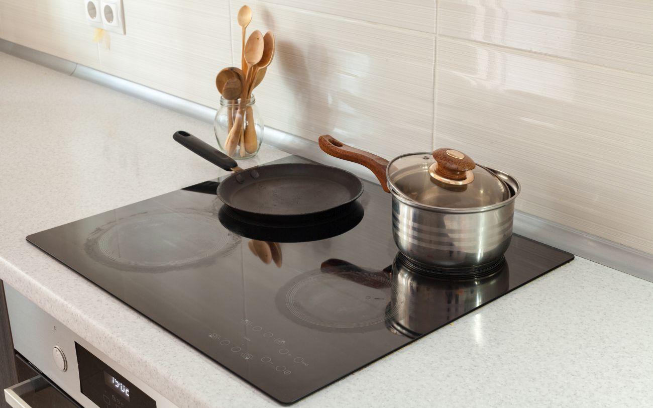 Płyta indukcyjna bez ramek i szlifu dopasowana do blatu i kuchennej przestrzeni