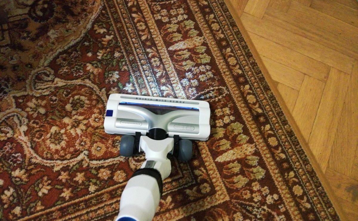Tefal TY9490 test odkurzania dywanu 2
