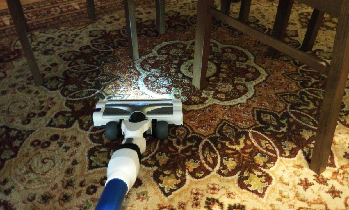 Tefal TY9490 test odkurzania dywanu 3