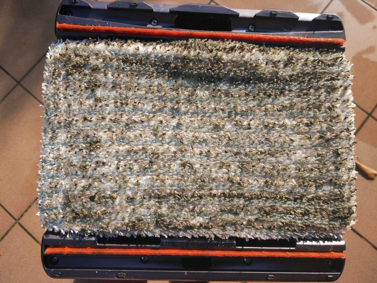 Tefal TY9490 brudna ściereczka do mycia podłóg po teście mopowania tarasu