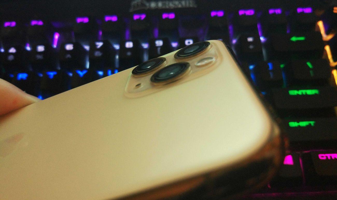 iPhone 11 Pro wystająca wyspa z 3 wystającymi aparatami