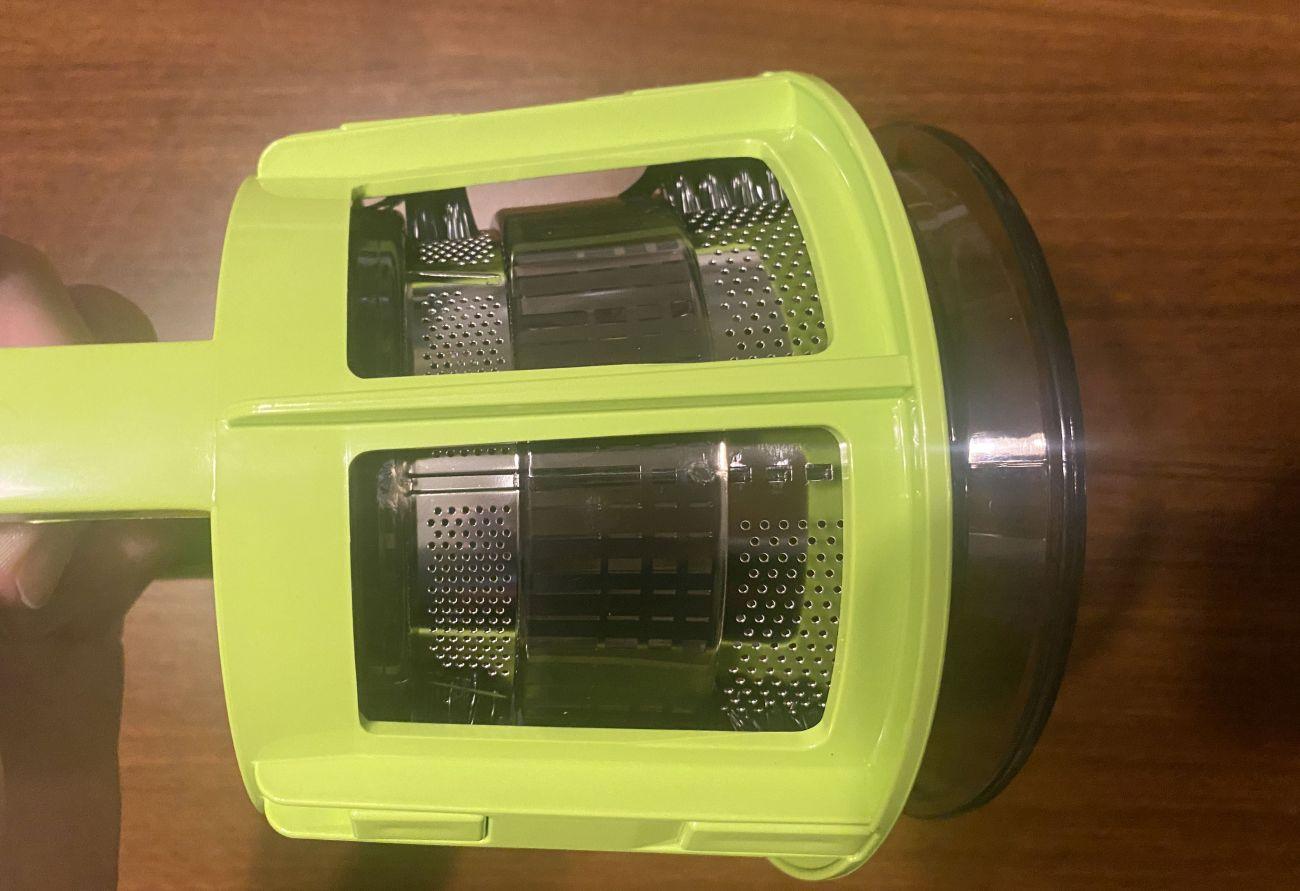 Kuvings 820EVO Plus obrotowa szczotka czyszcząca sitka