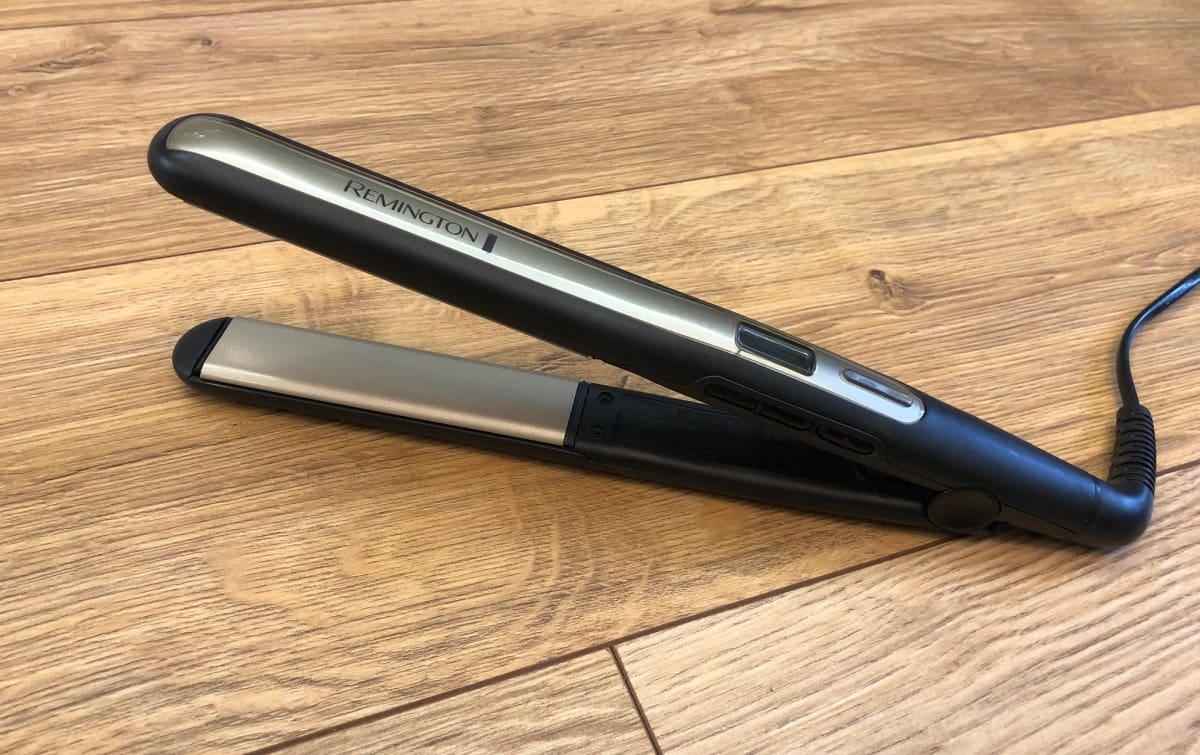 Remington S6500 pozostawiony w pozycji stojącej