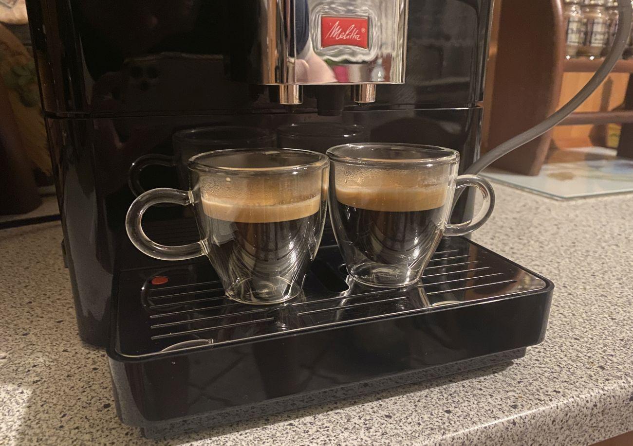 Podwójne espresso zrobione za pomocą ekspresu Melitta Passione OT F53/1-102