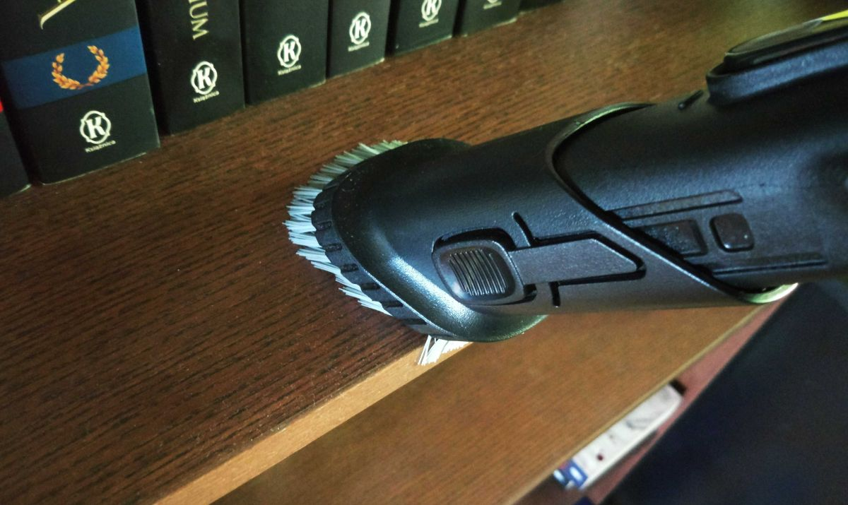 Przykładowa mała ssawka odkurzacza pionowego - dobra do półek lub klawiatury