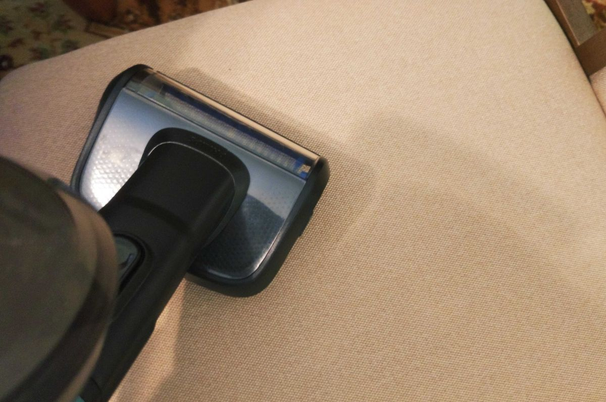 Przykładowa szczotka tapicerska odkurzacza pionowego