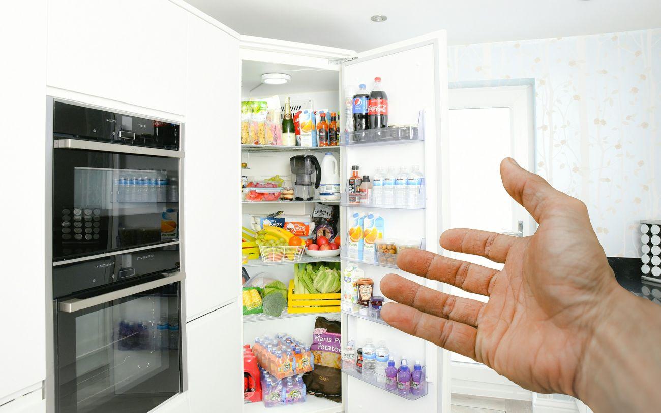 Lodówka pełna produktów spożywczych
