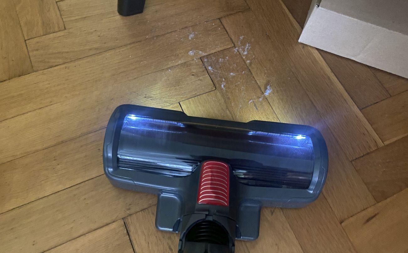 Tefal X-Force Flex 11.60 Aqua TY9890 diody LED rozświetlają posadzkę