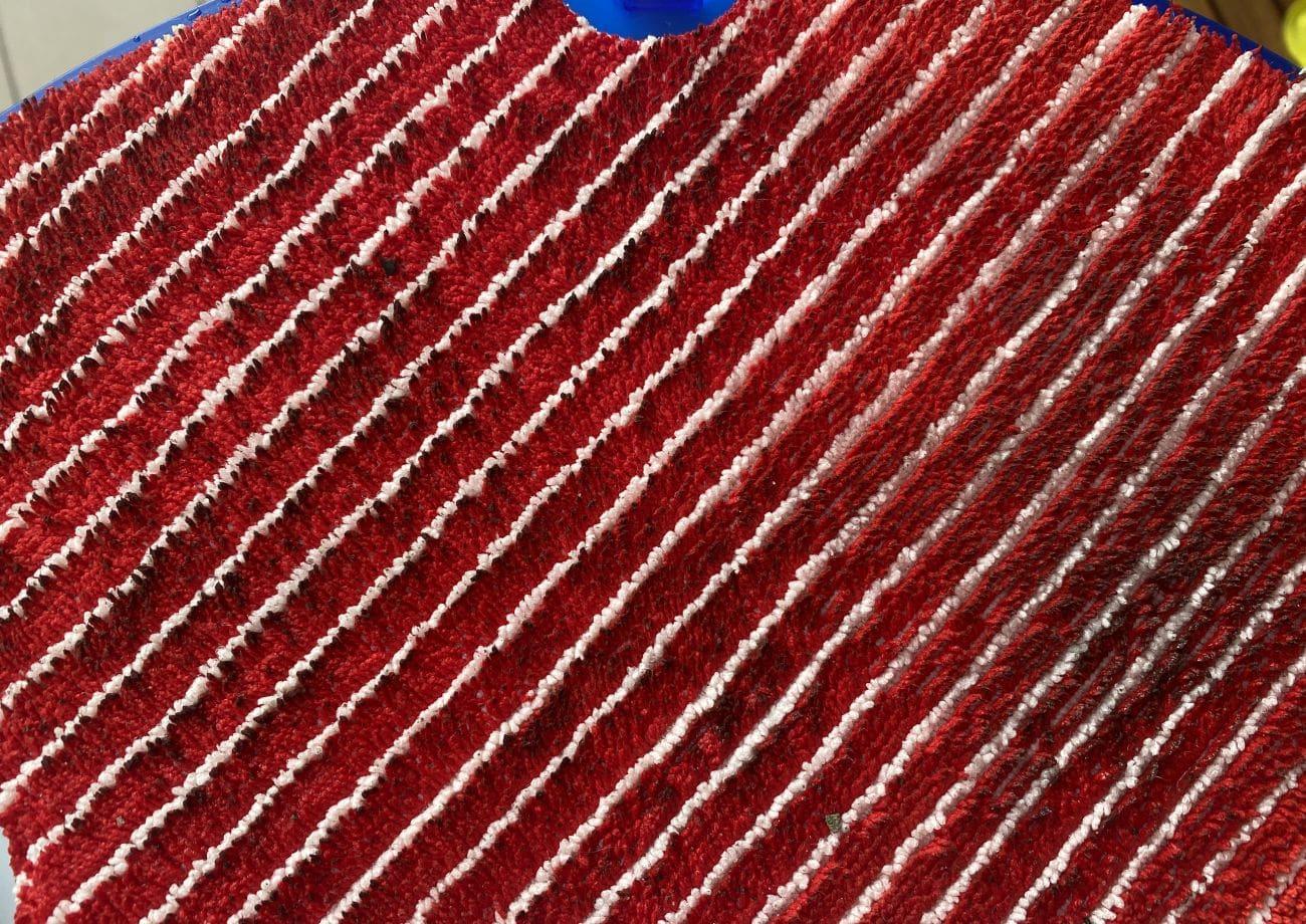 Tefal X-plorer Serie 75 RG7687 stan czerwonej ściereczki po myciu tarasu