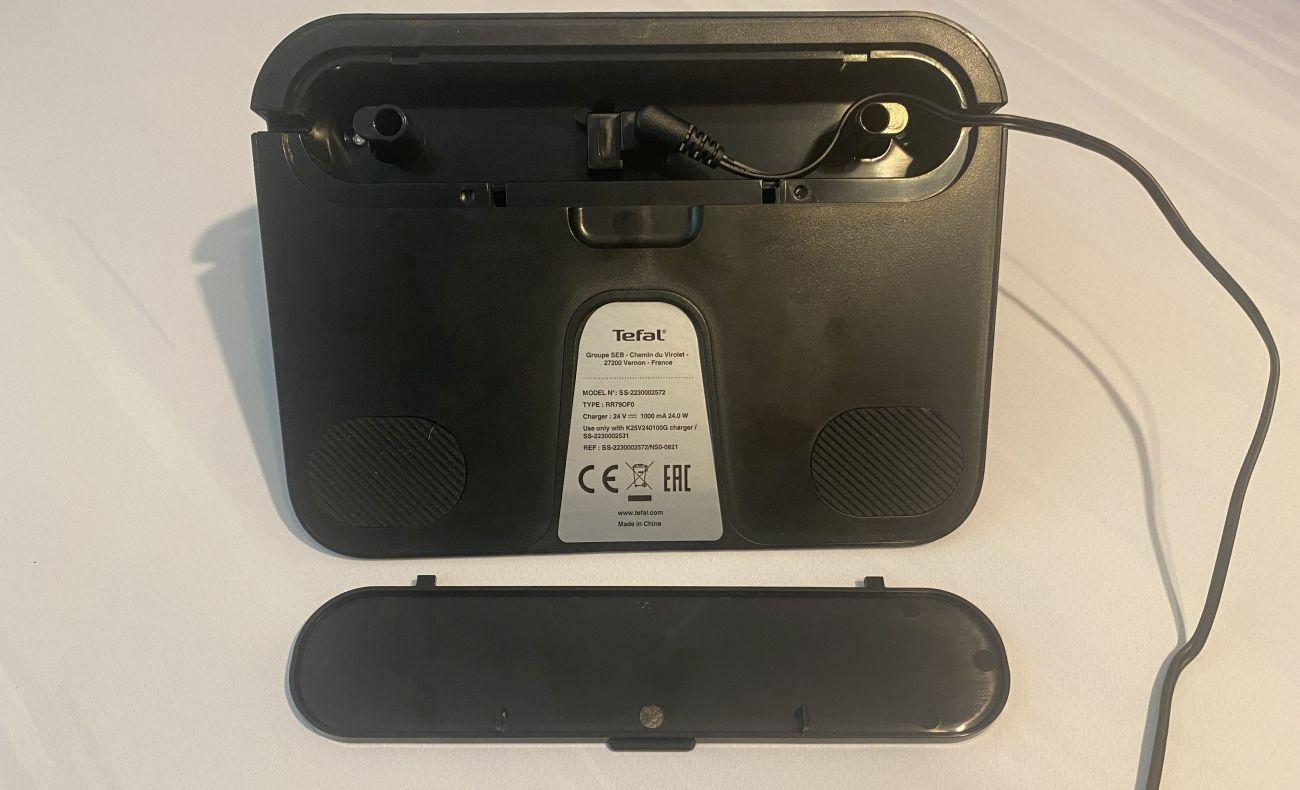 Tefal X-plorer Serie 95 Animal RG7975 system ukrywania kabla w bazie ładującej