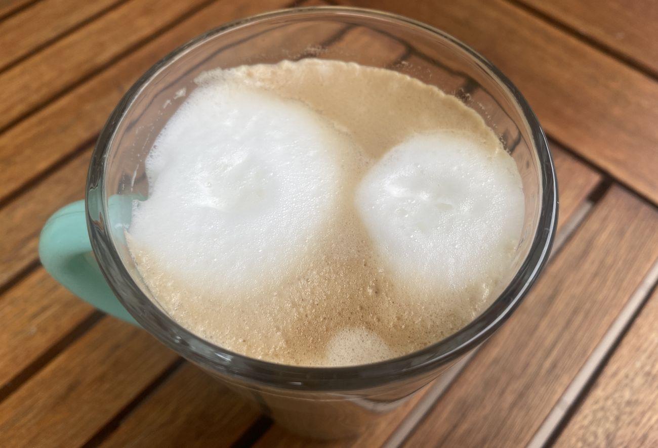 KRUPS Intuition Preference+ EA875U pianka kawy Caffe Latte
