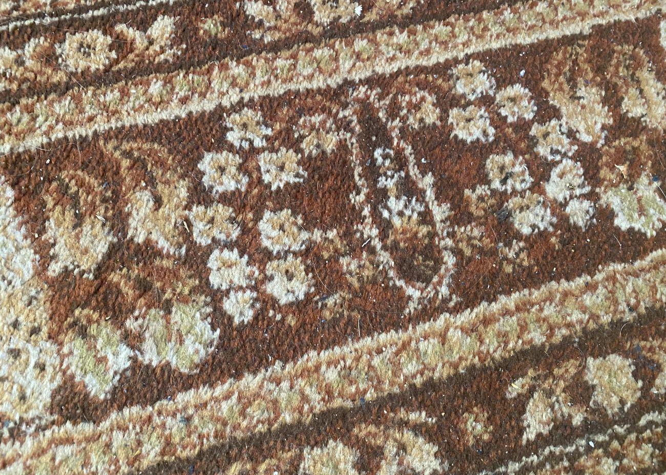 Zaśmiecony dywan przed testem Ecovacs Deebot T9