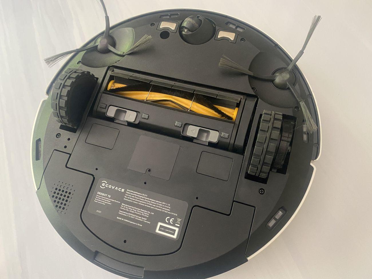 Ecovacs Deebot T9 dokładny widok od spodu robota sprzątającego